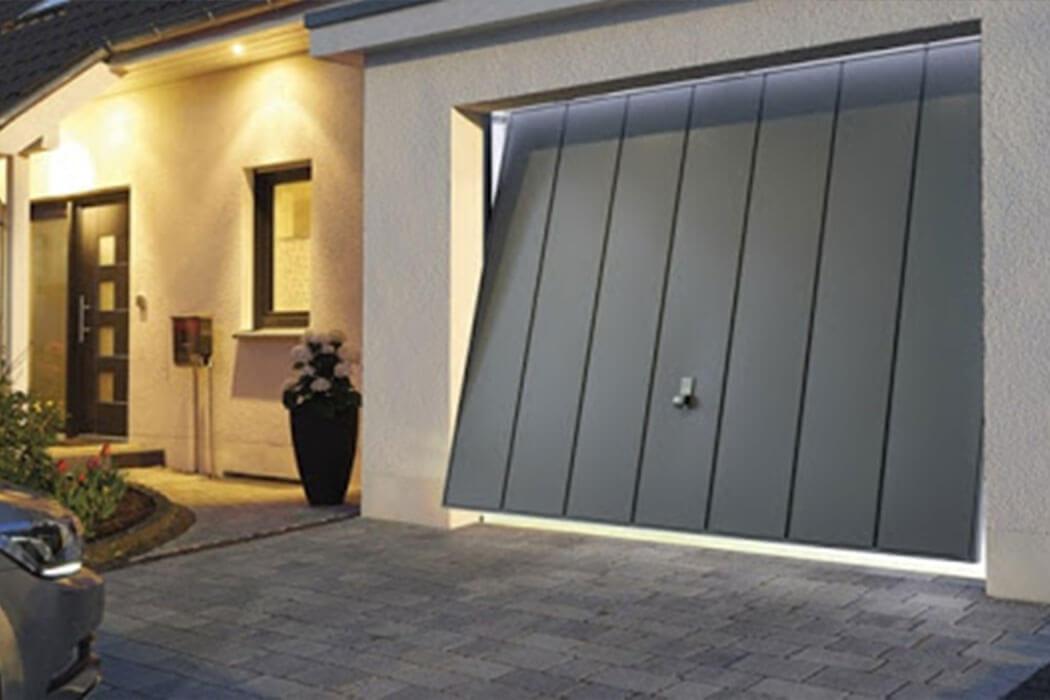 Porte de garage basculante de Parthenay Menuiserie 17